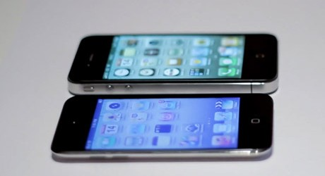 iPhone-4-vs.-iPod-touch-4G
