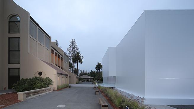 bijela zgrada